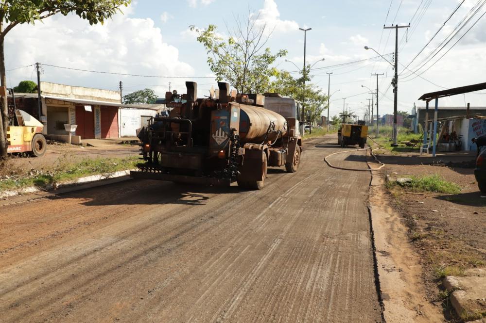 Pavimentação e recapeamento da Avenida Rio de Janeiro seguem a todo vapor
